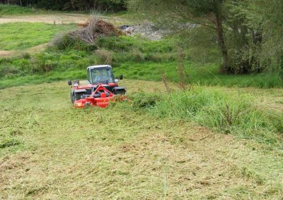 A high number of spindles deliver a cylinder like cut and front mounting ensures tyres do not flatten uncut grass