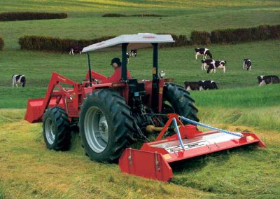 A high underbody clearance allows good flow of grass and clean ejection of cut grass